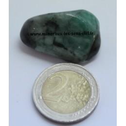 Emeraude pierre roulée