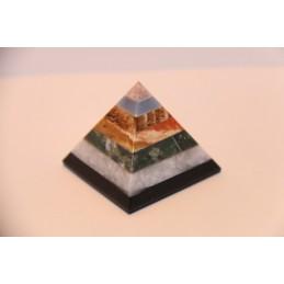 Pyramide en Pierre minéraux variées