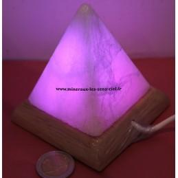Pyramide multicolore en sel