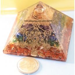 Pyramide en Orgonite pierre 7 chakras et Archange métatron