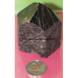 Pointe de pierre tourmaline noire brute poli