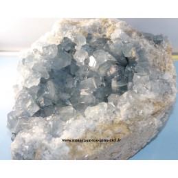 Druse de pierre célestine ou célestite brute