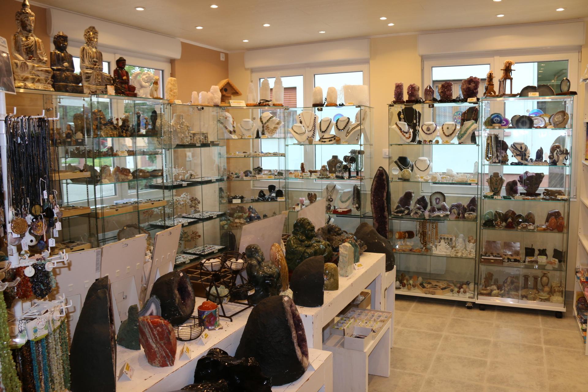 boutique-de-pierres-mineraux-les-sens-ciel-mineraux-bijoux-decoratifs-esoteriques